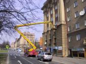 Montáž ochrany proti usedání holubů na okrasné římsy - Ostrava-Poruba, Hlavní třída